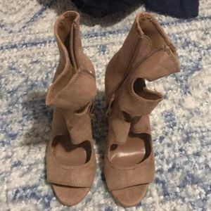 Light brown Steve Madden Heals